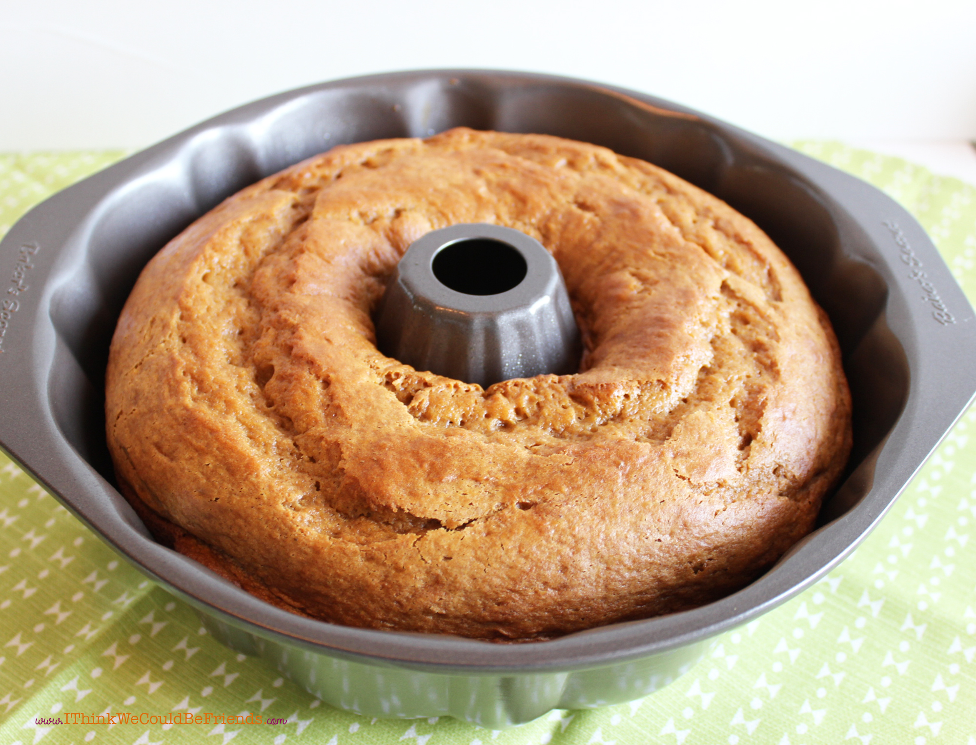 The Best Pumpkin Spice Bundt Cake Recipe Mixes Up In 5