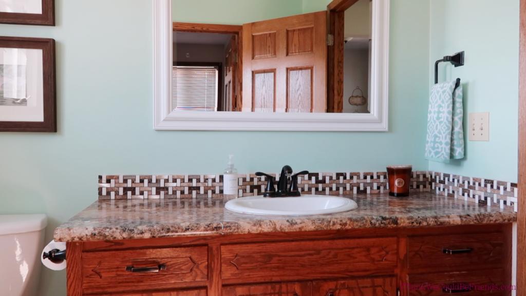 minimalist bathroom clear counters
